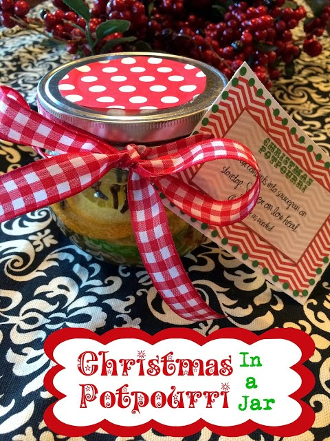 Christmas Neighbor Gifts: Potpourri in a Jar.